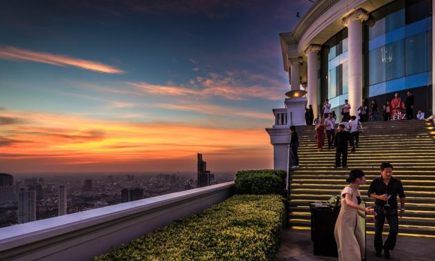5 Best Luxurious Rooftop Bars in Asia: Where View and Drinks Matter